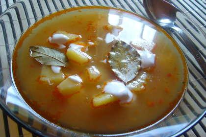 Supa de cartofi cu foi de dafin